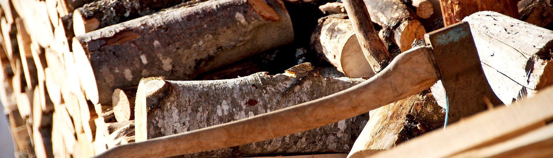 Holz für den Hüttenurlaub   Saalbach